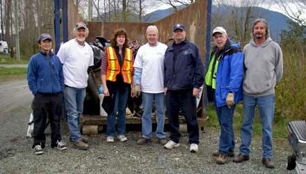 http://www.thevalleyvoice.ca/story%20photographs/April%202011/Chilliwack-Vedder%20River%20Cleanup%20Coalition%20Society%20-%20Vedder%20Spruce%20Up%20on%20April%2016/Chilliwack-Vedder%20River%20Cleanup%20Coalition%20Society.jpg
