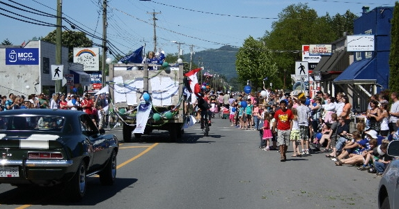 http://www.thevalleyvoice.ca/story%20photographs/June%202011/Yarrow%20Days%20parade%202011%20Valley%20Voice%20News.jpg
