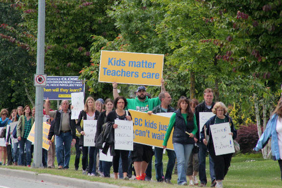 http://www.thevalleyvoice.ca/story%20photographs/june%202014/chilliwack-teachers-association%20strike-march%20-%20june-17-2014/CTAR5C.JPG