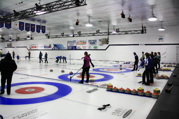 http://www.thevalleyvoice.ca/story%20photographs/January%202014/chilliwack-culing-club%20january-2-2014/chilliwack-curling-club%202013%201g.JPG